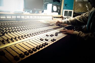 Alquiler de equipos de sonido e iluminación - XPERT EVENTS